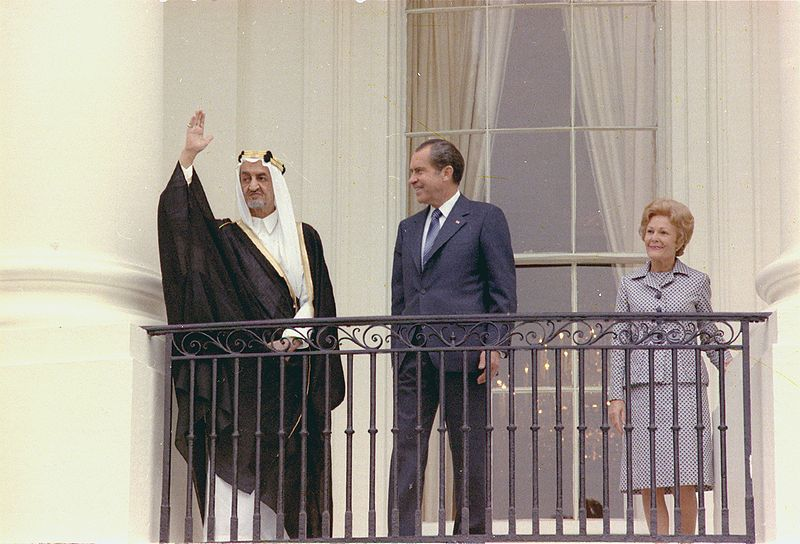 800px-Arrival_ceremony_welcoming_King_Faisal_of_Saudi_Arabia_05-27-1971, National Archives Robert L Nudsen